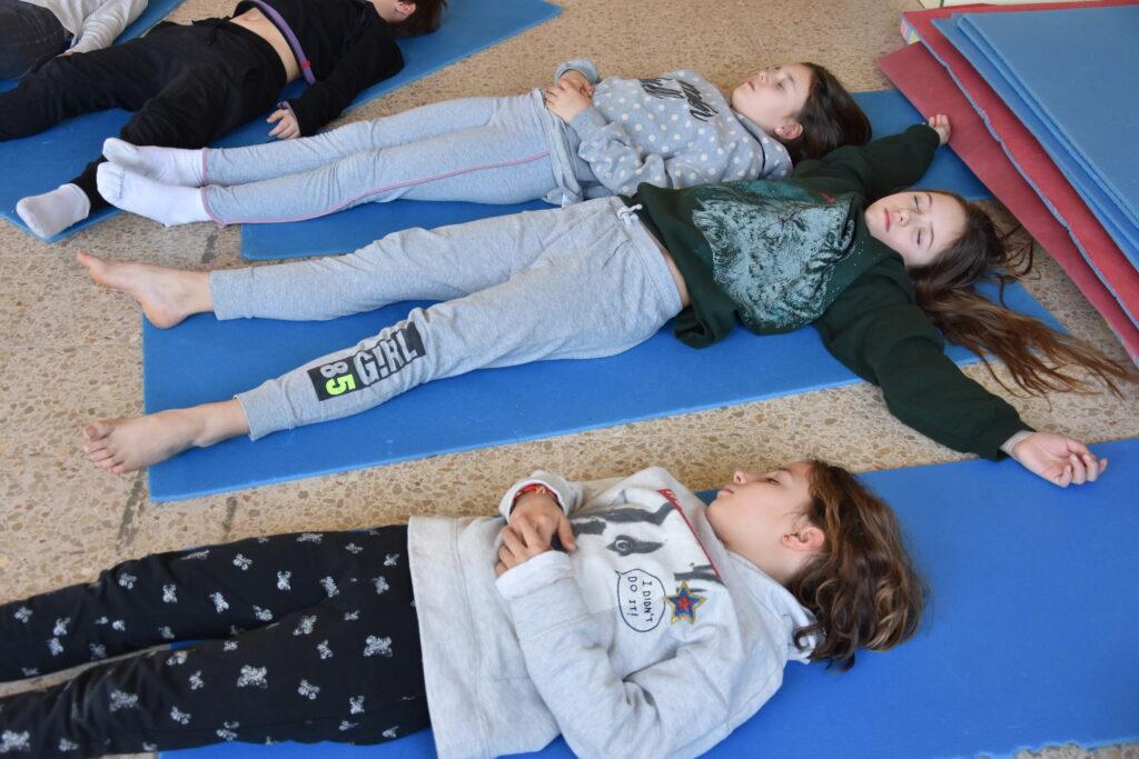 Pràctica de relaxació a l'escola